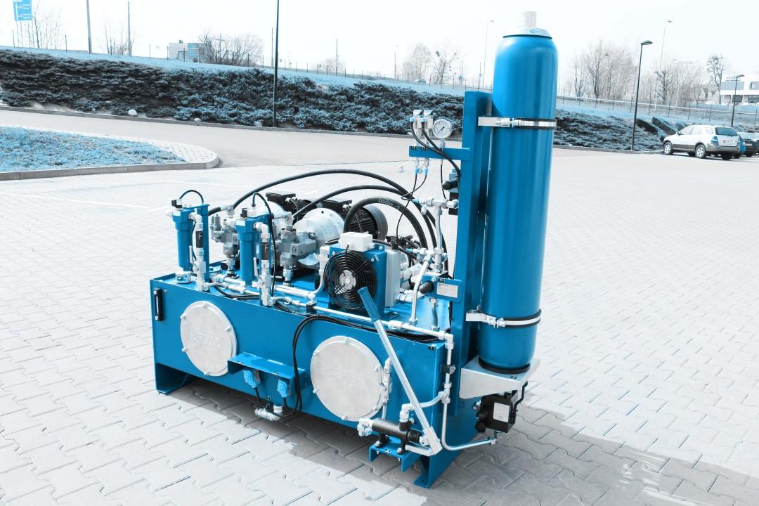 Układ sterujący zaworami dopływu pary w elektrowni