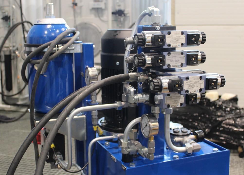 Układ do montażu zbiorników hydroforowych