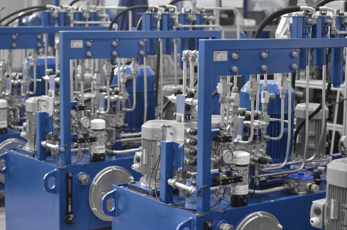 Napęd hydrauliczny elementów śluzy